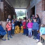 Obisk nemške učiteljice na kmetiji. Vir: OŠ PIrniče.