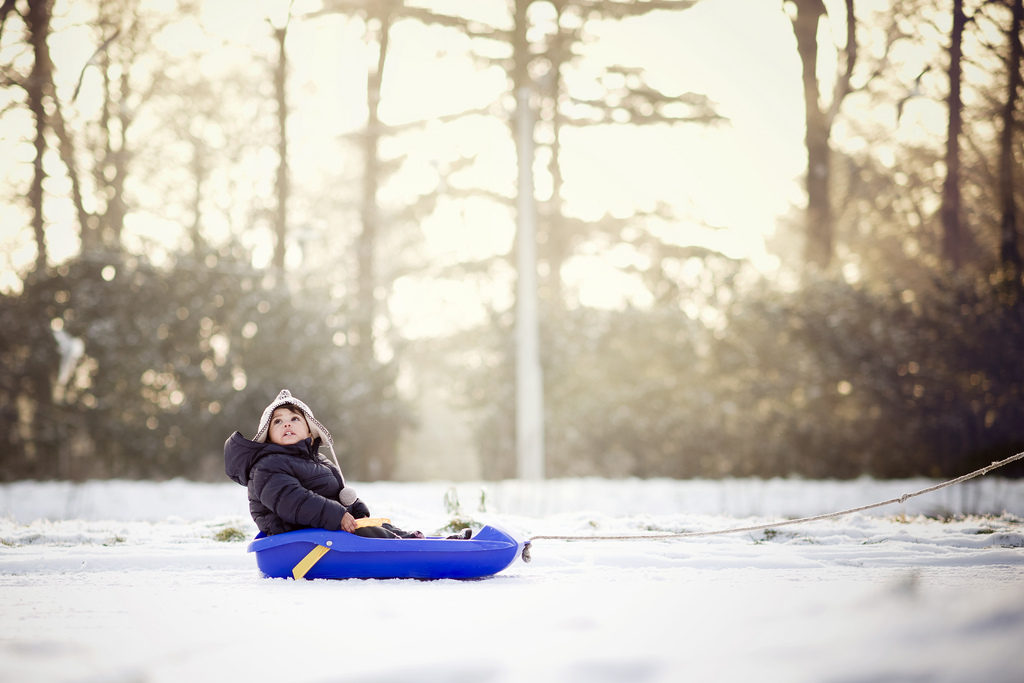 Otrok v snegu. Foto: Nathan Put-Fernandez/Flickr/CC