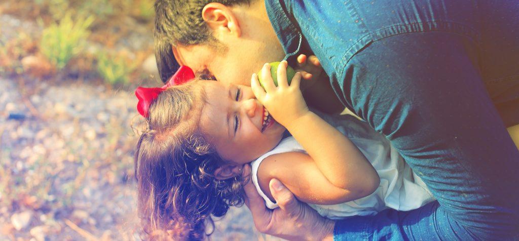 Otroci potrebujejo varnost in ljubezen. Vir: Pixabay/CC
