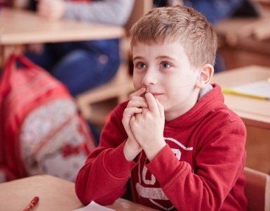 Otroci lahko pokličejo na telefonske številke številnih nevladnih organizacij, tudi na Unicef ali Tom telefon. Vir: Unicef