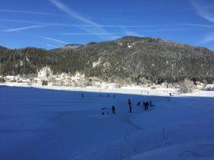 Hokej na naravnem ledu v Ratečah. Foto: Sonja Merljak/Časoris