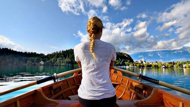 Cassie De Pacol se je s čolnom peljala tudi po Blejskem jezeru. Vir: Cassie De Pecol/Expedition 196