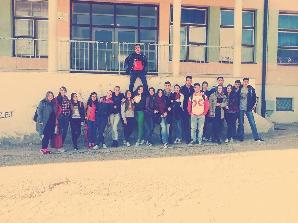 Dženana in njeni sošolci na Ključki gimnaziji. Vir. Osebni arhiv