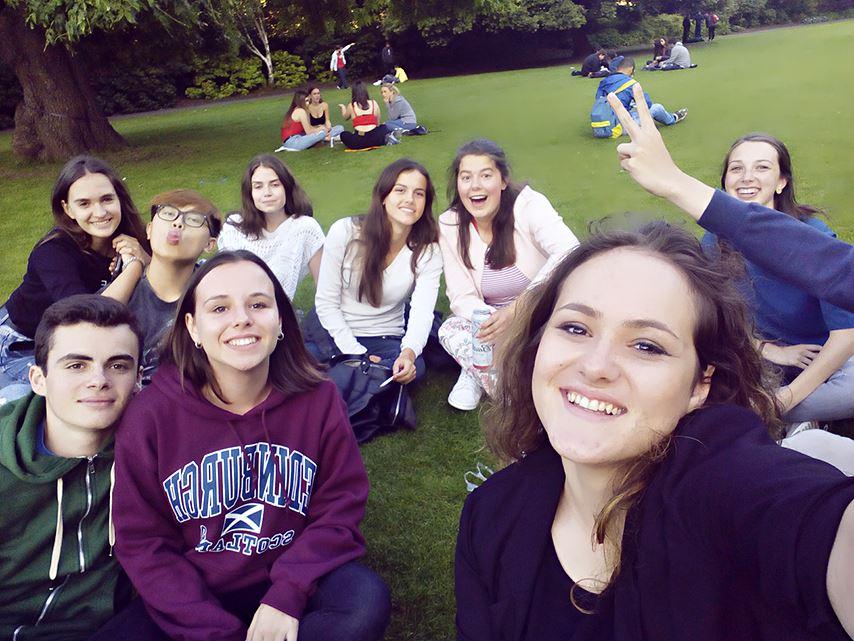 S prijateljicami v Edinburgu. Vir: Osebni arhiv