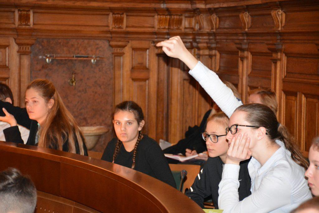 Mestni otroški parlament. Vir: MZPM