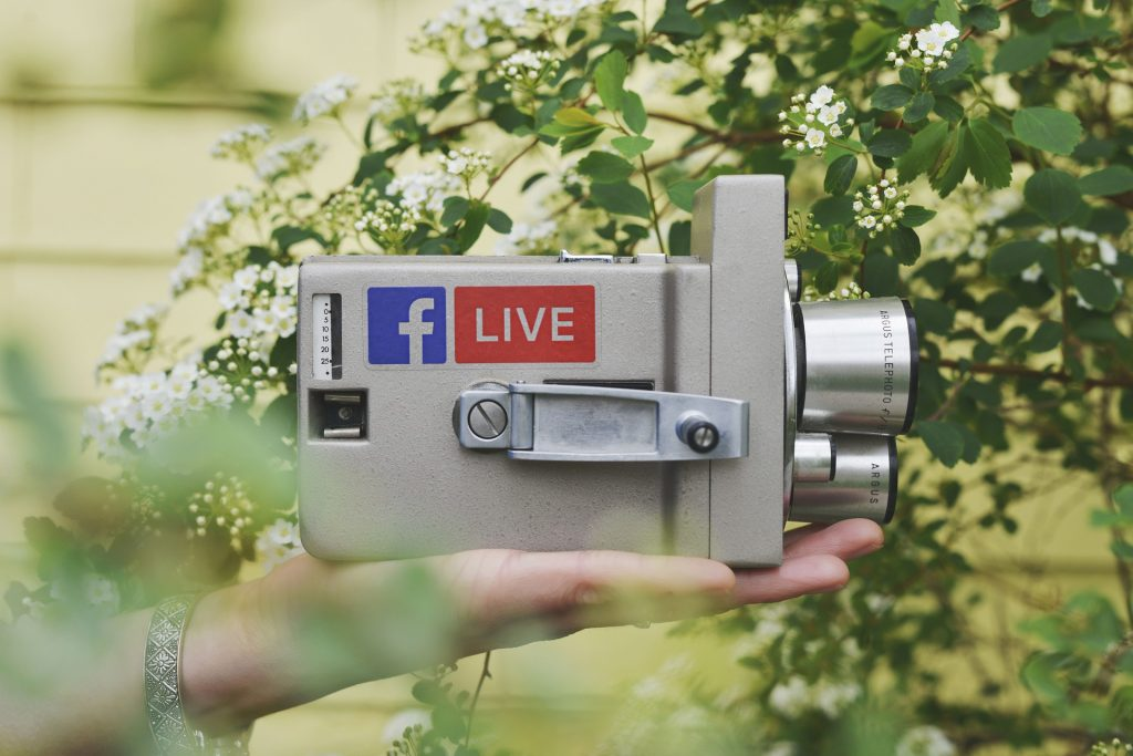 Snemanje v živo na družabnih omrežjih. Vir: Pixabay