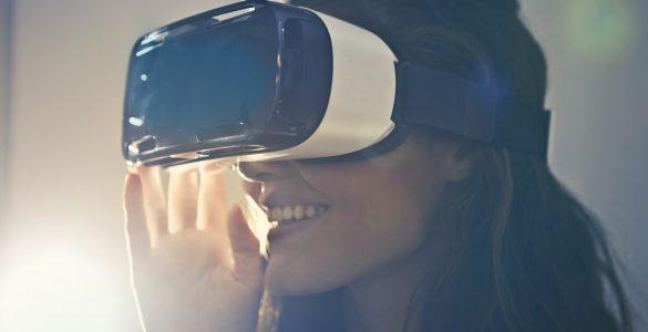 Poklic prihodnosti je povezan tudi z virtualno resničnostjo. Vir: Pexels