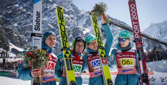 Tretje mesto je osvojila slovenska ekipa: Domen Prevc, Robert Kranjec, Peter Prevc in Anze Semenic. Foto: Anže Malovrh/STA