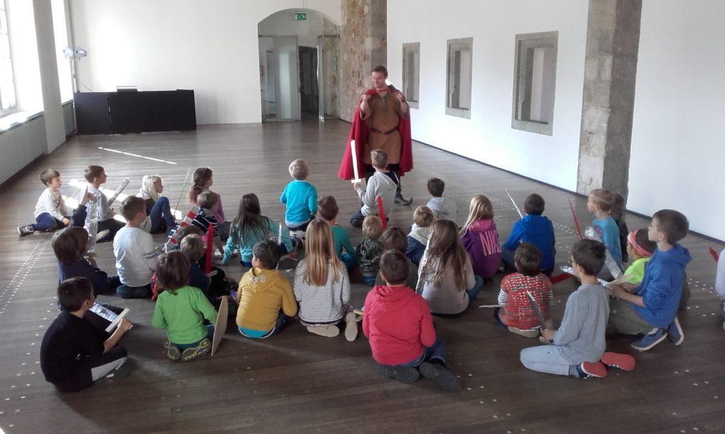 Poletno počitniško varstvano na Ljubljanskem gradu: Od paža do viteza: Vir: Arhiv Ljubljanskega gradu