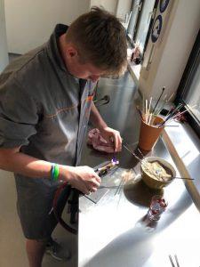 Steklarstvo je redek, a lep poklic. Izobraževanje poteka v Rogaški Slatini. Vir: Arhiv MIZŠ