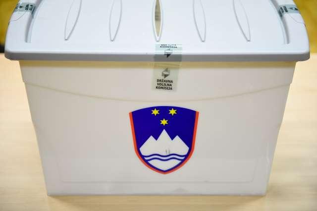 Predsedniške volitve 2017. Volišče v Šmarci. Foto: Nebojša Tejić/STA