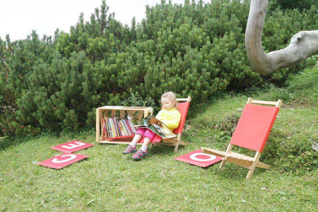 Knjižnica pod krošnjami na Mali planini. Vir: Knjižnica pod krošnjami/Facebook