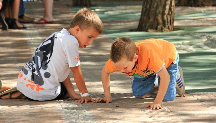 Otroci med igro. Vir: Pixabay