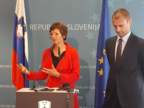 Dr. Maja Makovec Brenčič in Aleksander Čeferin. Vir: MIZŠ