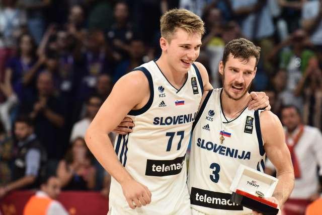 Goran Dragić in Luka Dončič. Foto: Tamino Petelinšek/STA