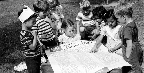 Otroci za človekove pravice in deklaracija o človekovih pravicah. Vir: OZN