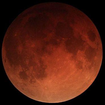 Najdaljši lunin mrk. Vir: Wikipedia