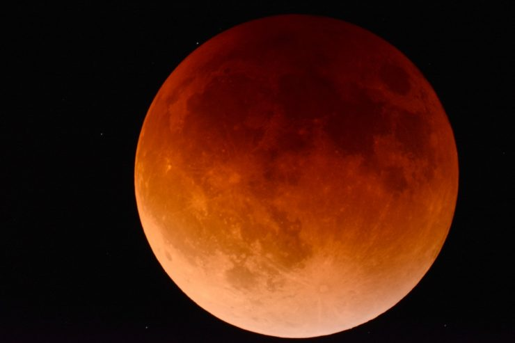 Red Moon. Credit: Pexels