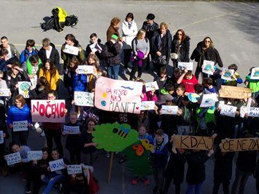 Okoljski protest na OŠ Toneta Okrogarja. Vir: Arhiv šole