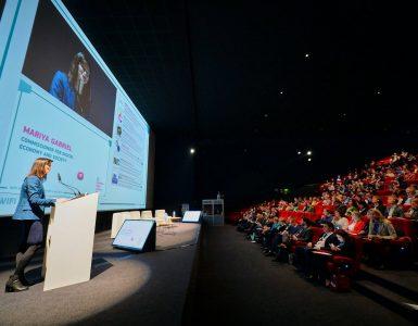 Prvi evropski teden medijske pismenosti je odprla komisarka za digitalno gospodarstvo in družbo Marija Gabriel. Vir: Digital Single Market.