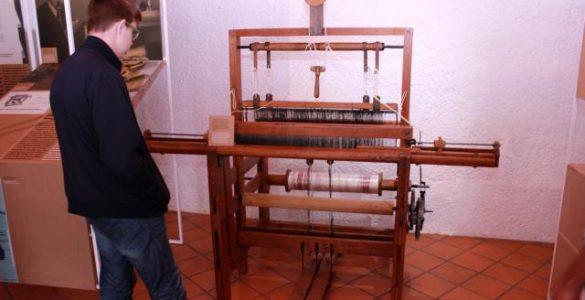 Peter Florjančič je po poklicu tekstilni tehnik. Njegov prvi uspeh je povezan s statvami. Vir: Tehniški muzej Slovenije
