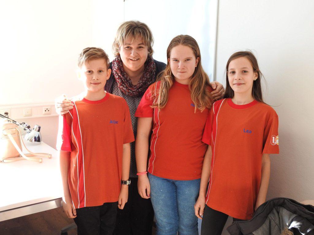 Aljaž, Neja in Lea z mentorico Ines Pečnik. Vir: Arhiv šole