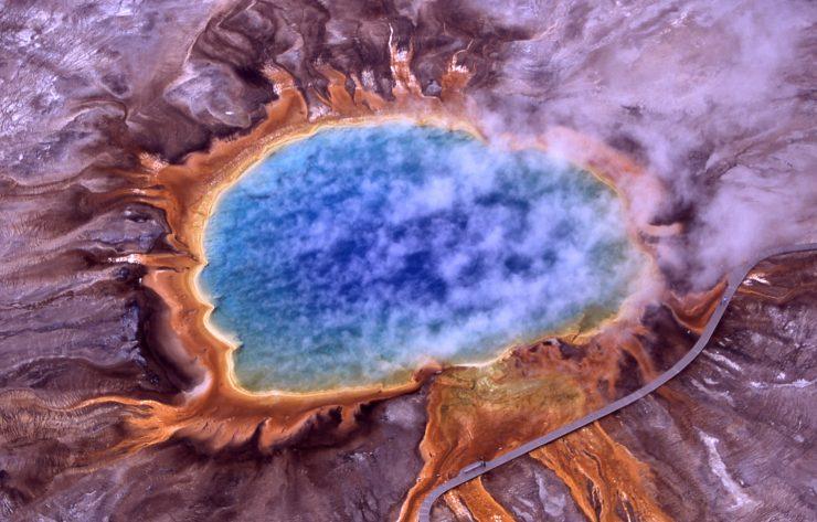 Bakterije na elektriko v parku Yellowstone. Foto: Jim Peaco/NPS