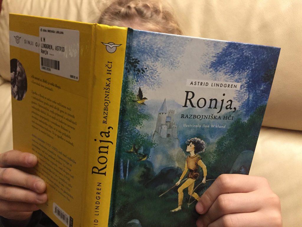 Naslovnica knjige Ronja, razbojniška hči. Foto: Sonja Merljak/Časoris