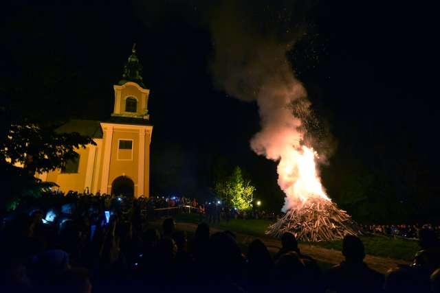 Tradicionalno kresovanje na Rožniku. Foto: Tamino Petelinšek/STA