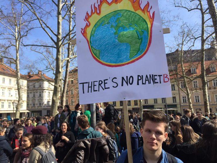 Ni planeta B so sporočali mladi na podnebnem štrajku. Foto: Sonja Merljak/Časoris