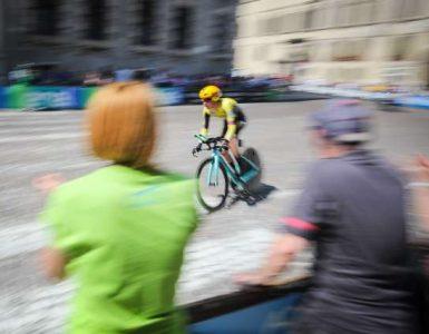 Zadnja etapa kolesarske dirke po Italiji. Slovenski kolesar Primož Roglič je tekmo končal na tretjem mestu. Foto: Anže Malovrh/STA
