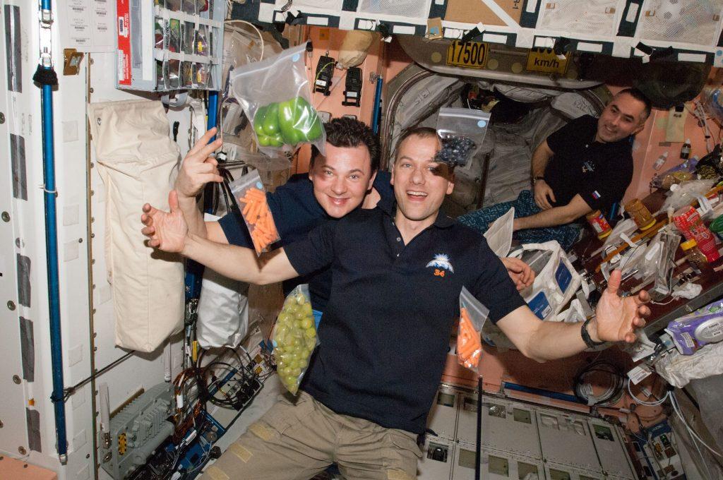 Prehranjevanje na vesoljski postaji ni preprosto. Vir: Nasa