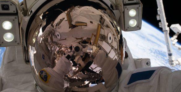 Astronavt na vesoljske sprehodu. Vir: Nasa