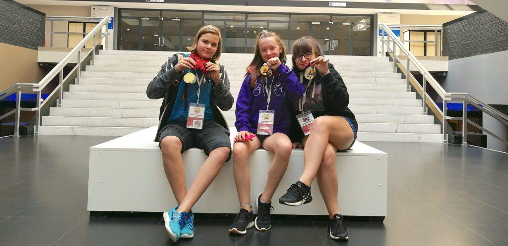 Samo, Mina in Adriana z medaljami. Foto: Nastja Mueller
