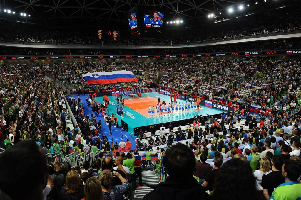 Tako je slovenska zastava vihrala po zmagi nad Rusijo. Vir: Odbojkarska zveza Slovenije