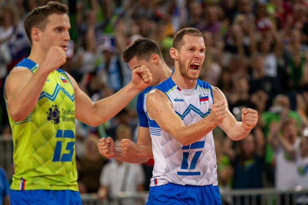 Veselje po zmagi nad Rusijo. Vir: Odbojkarska zveza Slovenije