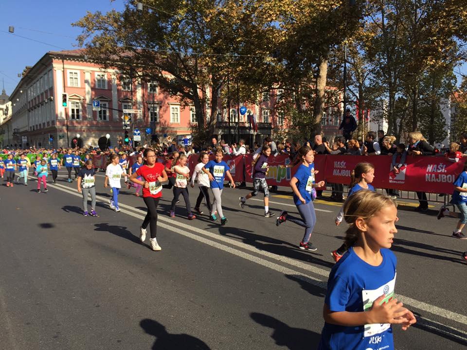 Šestošolke na progi ljubljanskega maratona. Foto: Sonja Merljak/Časoris