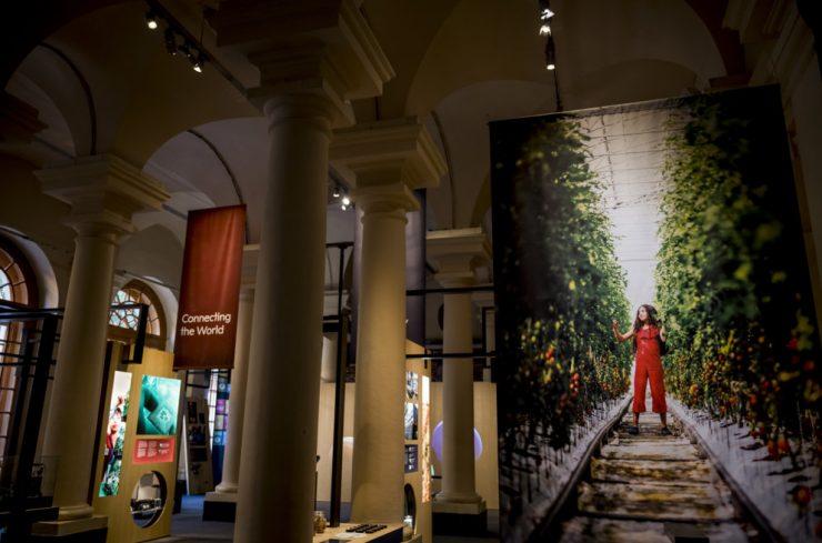 V muzeju v Stockholmu so na ogled nagrajeni dosežki Nobelovih nagrajencev. Foto: Alexander Mahmoud/Nobel Media