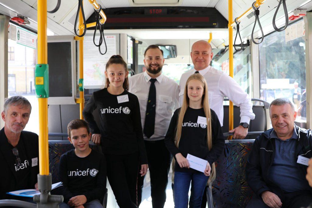 Avtobusi so odslej mobilne Unicefove varne točke. Vir: Unicef Slovenija