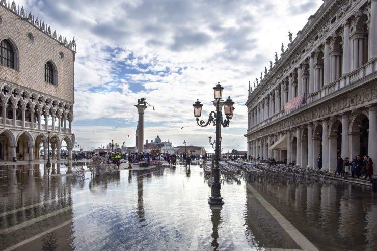 Tako je poplavilo Trg svetega Marka novembra lani. Vir: Adobe Stock