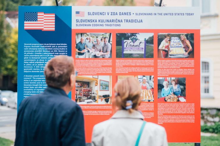 Odprtje razstave Joeja Valencica z naslovom Slovenci v ZDA in danes. Foto: Nik Jevšnik/STA