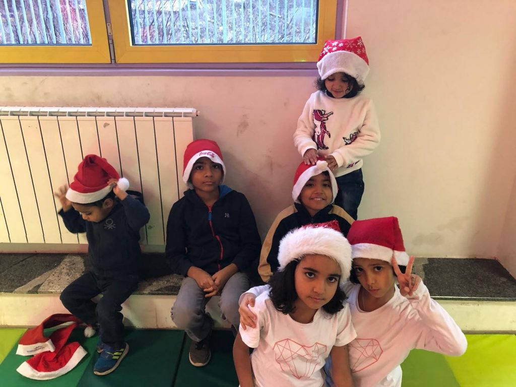 Alijevi in prijatelji se veselijo božiča. Foto: Maša Gril