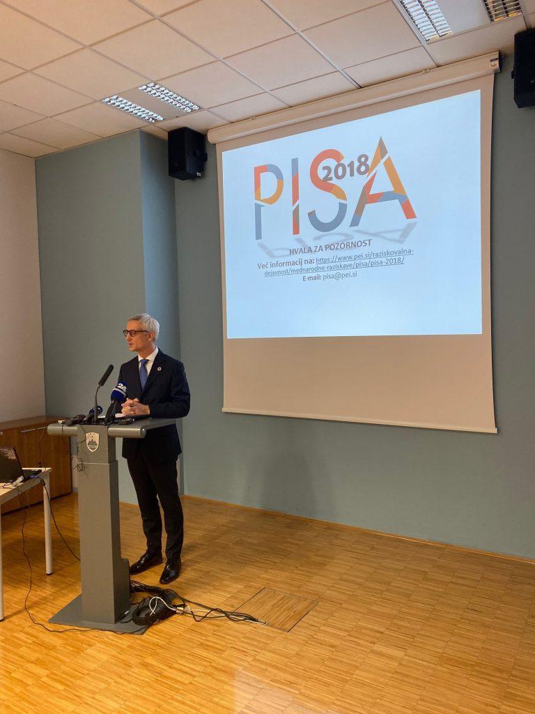 Minister za izobraževanje dr. Jernej Pikalo na predstavitvi rezultatov raziskave Pisa 2018. Vir: MIZŠ