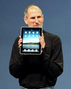 Steve Jobs predstavlja iPad. Foto: Matt Buchanan/Wikipedia