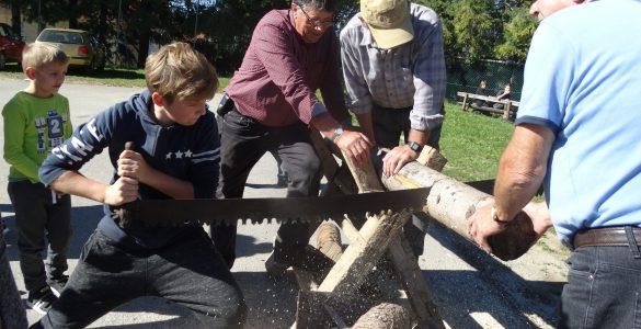 V OŠ Planina pri Sevnici se sokrajani trudijo ohraniti spomin na stare običaje. Vir: Arhiv šole