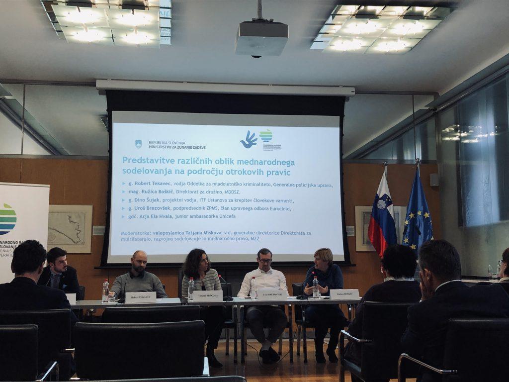 Okrogla miza o Konvenciji o otrokovih pravicah. Vir: Sabrina Zavšek
