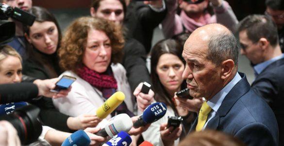 Izjava za medije predsednika SDS Janeza Janše ob odstopu predsednika vlade Marjana Šarca s položaja. Foto: Nebojša Tejić/STA