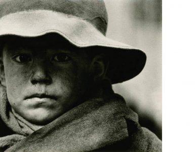 Sam, 1966, fotografija na srebroželatinskem papirju. Foto: Stojan Kerbler/Arhiv Moderne galerije
