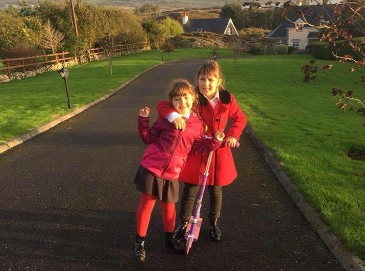Lani je na Irskem najbolj všeč, da imajo vsi otroci uniforme. Vir: Osebni arhiv