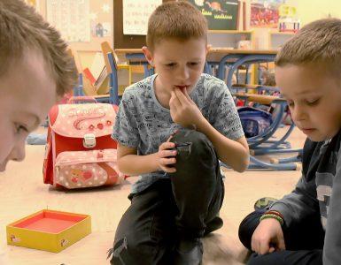 Brez dobrega počutja in vključenosti v skupini podajanje učne snovi nima pomena.Foto: Anže Sobočan